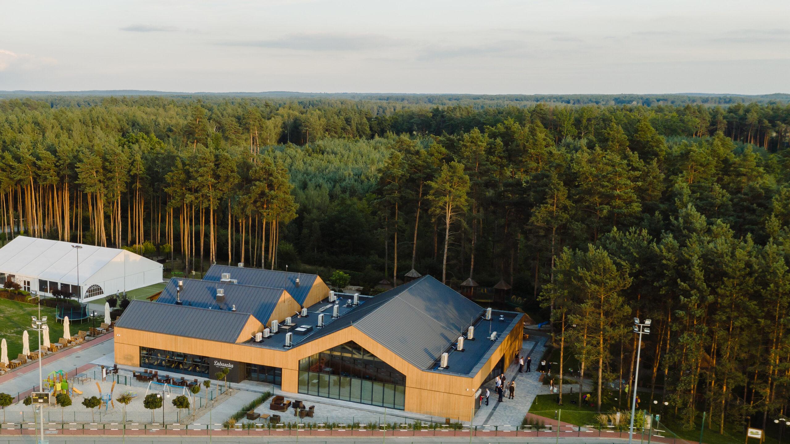 Dom-Weselny-Lubaszka-dron-foto-01-MEEKO